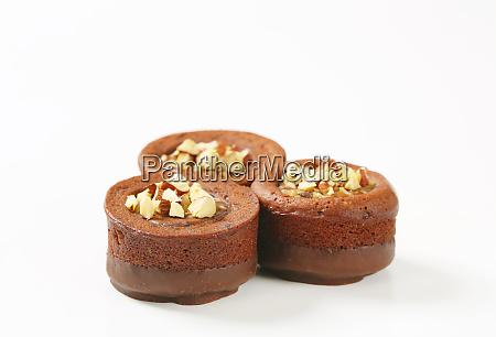 kuchen schokolade haselnuss sahne gefuellt kekse