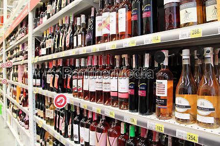 weinladen mit breiter auswahl alkoholische getraenke