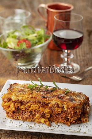 griechische pastizio nudelgericht mit kaese