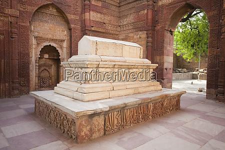 steingrab von iltutmish in indien
