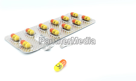 tablettenblase mit pillen und gift