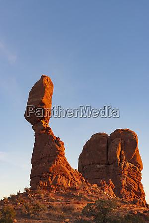 balanced rock in arches nationalpark utah