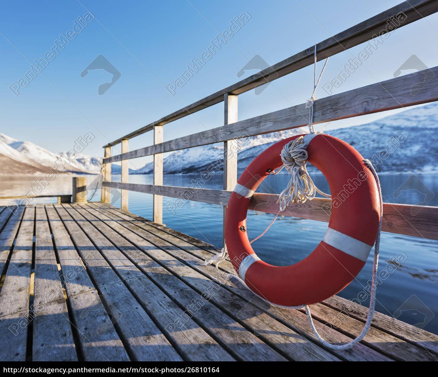 lebensretter, am, pier, in, tromso, norwegen - 26810164
