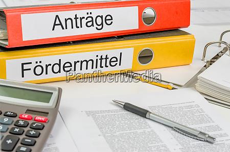 ordner mit dem deutschen label antraege