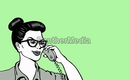 froehliche frau spricht auf festnetz telefon
