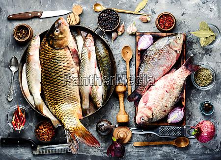 frischer fisch und zutaten