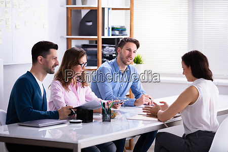 geschaeftsfrau im job interview