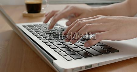 arbeiten auf notebook computer