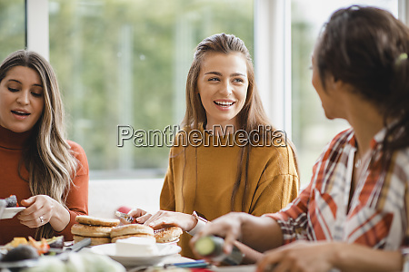 geniessen sie lunch gespraeche