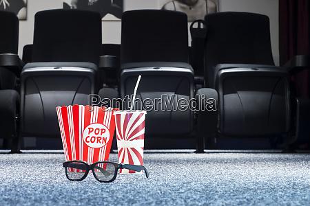 3d brillen popcorn und soda im