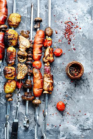 gegrillte fleischgerichte