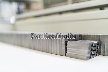 nahaufnahme von metallprodukten in einer fabrik