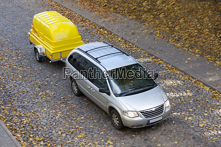van towing a trailer