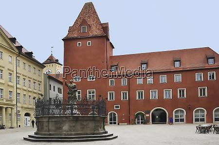 haidplatz mit neuem waag und justitiabrunnen