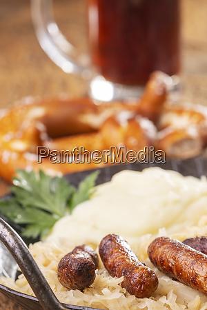 nuernberger wuerstchen mit sauerkraut