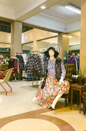das innere einer vintage boutique