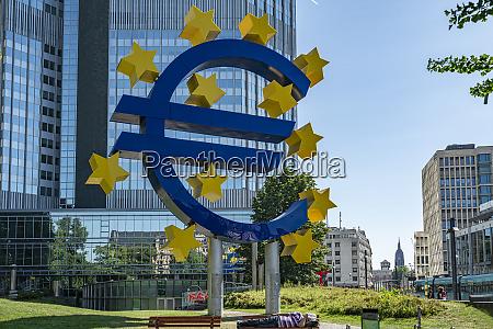 der eurotower in frankfurt