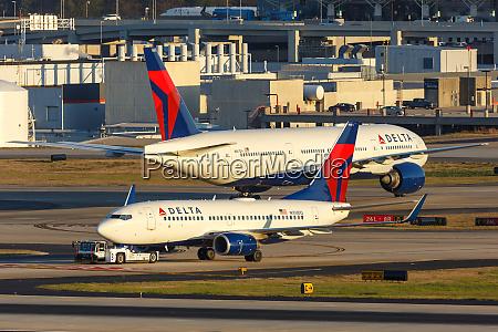delta air lines boeing 737 700