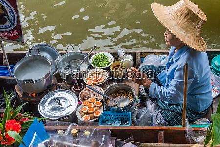 riverside cooking at the damnoen saduak