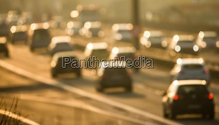 schwerer morgen stadtverkehrstaukonzept autos fahren