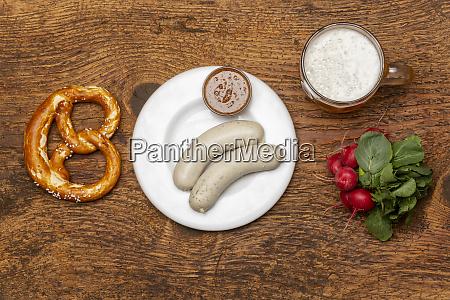 bayerische weisswurst mit bretzel