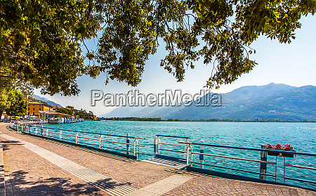 promenade in lovere am lago d