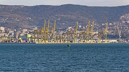 trieste port cranes