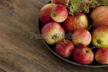 rustikales, stillleben, mit, Äpfeln - 27097317
