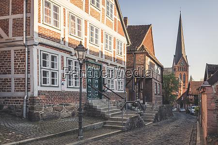 fachwerkhaeuser und marienkirche lauenburg schleswig holstein