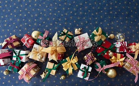 bunte kleine weihnachtsgeschenke