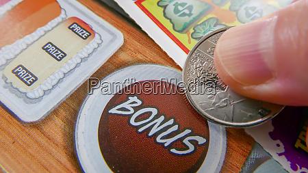 kratzer gluecksspiel schulden zahlen sucht schuss