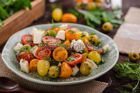 frische tomaten oliven salat feta kaese