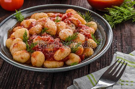gnocchi tomatensauce kraeuter