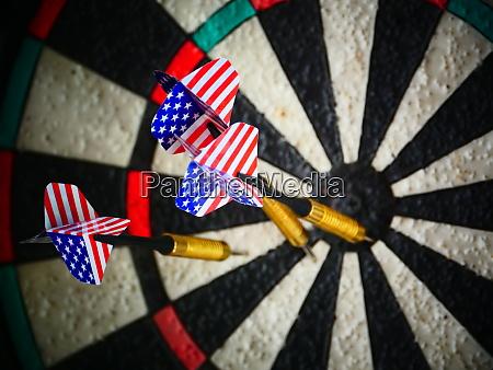 amerikanische darts pfeile im ziel
