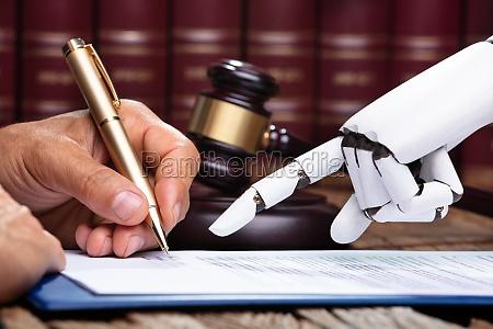 robotic hand assisting person zum signieren
