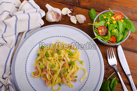 italian pasta with spring onion and