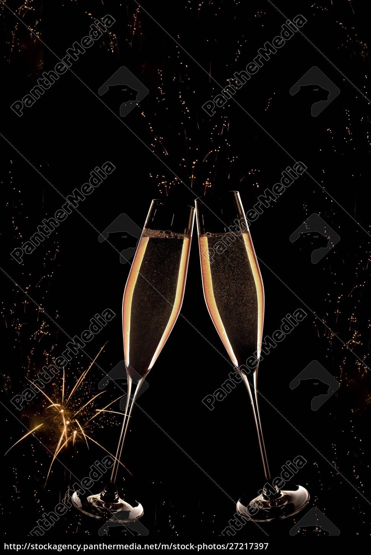 neujahrs-champagner, mit, feuerwerk - 27217397