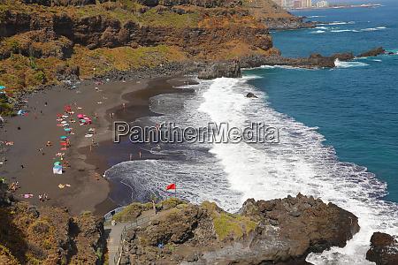 playa de el bollullo schwarzer vulkanischer
