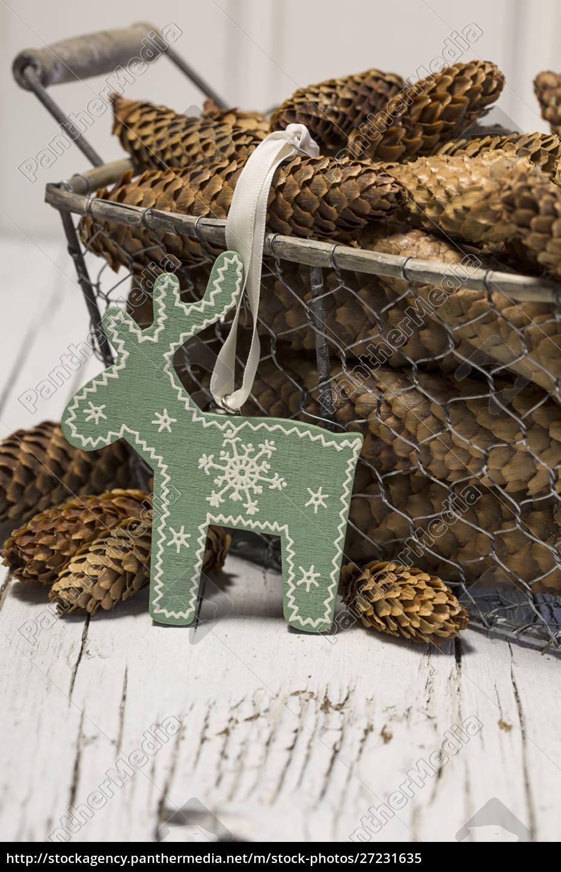 rustikale, weihnachten, stillleben, mit, tannenzapfen - 27231635