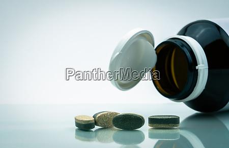 essential vitamine und mineralien ergaenzt zweischichttablettenpillen