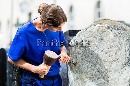 boulder arbeit steinschnitzer bildhauer stein steinmetz