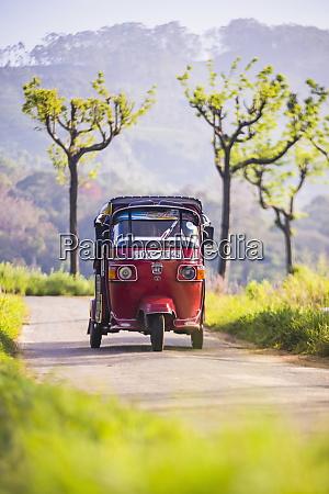 tuktuk in the sri lanka hill