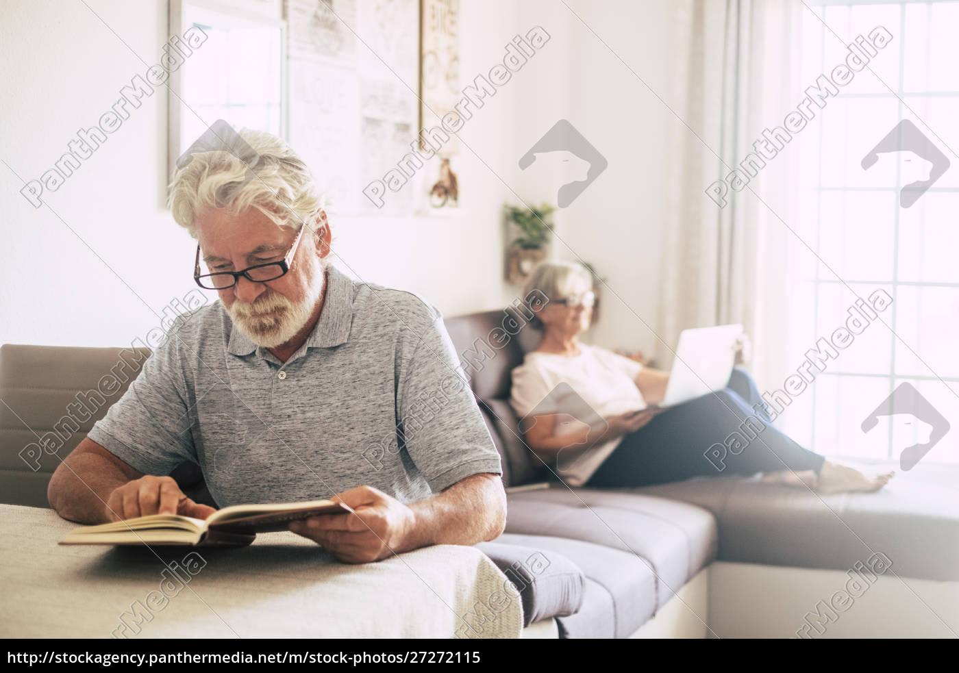 senior, mann, lesen, buch, als, seine - 27272115