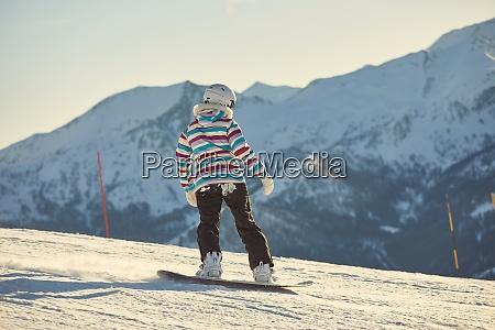 snowboarderin bei sonnenschein