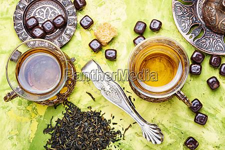 traditioneller arabischer tee