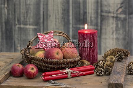 nordische weihnachten stillleben mit AEpfeln