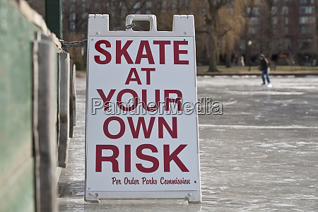 warnschild skate at your own risk