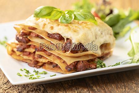 lasagne auf holz