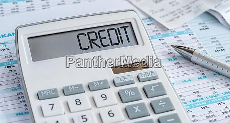 ein rechner mit dem wort credit