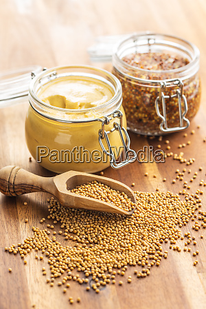 senfsamen und gelber senf und vollkornsenf